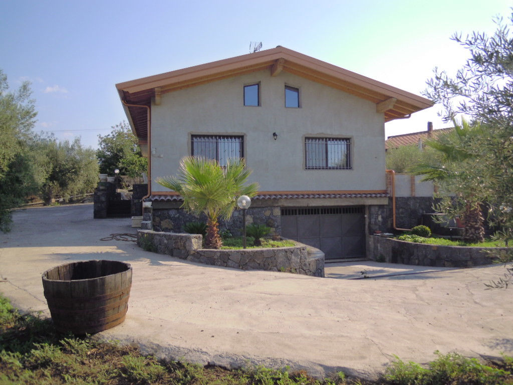 Immobili di prestigio agenzia fs immobiliare - Rifiniture giardino ...