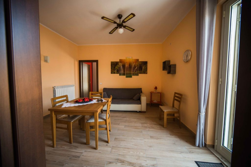 Agenzia fs immobiliare compravendite locazioni perizie for Bivani arredato catania